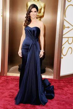 Sandra Bullock in an Alexander McQueen gown and Fred Leighton jewelry. #SandraBullock #Oscars #RedCarpet