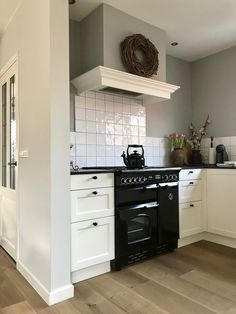 Fantastic kitchen style are available on our web pages. Check it out and you wont be sorry you did. Distressed Kitchen, Rustic Kitchen, Country Kitchen, Kitchen Decor, Ikea Kitchen Countertops, Kitchen Tiles, Kitchen Cabinets, Kitchen Wood Design, Best Kitchen Designs