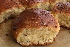 Sarımsaklı tereyağlı minik ekmekler