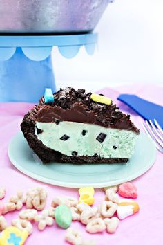 No Bake Mint Chocolate Chip Pie | Sprinkles for Breakfast