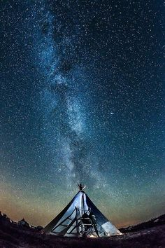 Camp out under the stars some place it is dark and no light polution! Milky Way via ahoya Ciel Nocturne, Sky Full Of Stars, Stars At Night, Les Religions, Sleeping Under The Stars, Adventure Is Out There, Milky Way, Stargazing, Night Skies