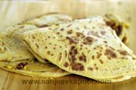 Puran Poli: try heating or grilling this typical Maharashtrian dessert made with jaggery- yum! Garlic Chutney, Coconut Chutney, Indian Desserts, Indian Sweets, Easy Indian Recipes, Ethnic Recipes, Indian Sauces, Holi Recipes, Indian Flat Bread