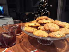 Zaletti con gocce di cioccolato Typical Venetian biscuits with foil corn flour and chocolate chips. They are excellent to serve with tea but also as a gift idea for Christmas. Cake Ingredients, Raisin, Baking Soda, Biscuits, Muffin, Sugar, Cookies, Breakfast, Egg Yolks