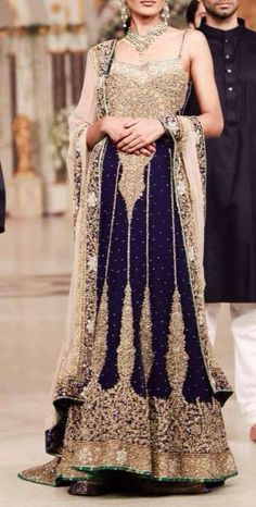 Stylish bridal outfits always like by other, but if these outfits look like fabulous then with gorgeous color and variety of design in Bridal Couture Week. Pakistani Bridal Dresses, Indian Bridal Wear, Pakistani Outfits, Indian Dresses, Indian Outfits, Blue Bridal, Bride Indian, Walima Dress, Pakistani Clothing