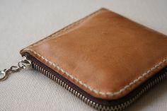 大きく開いて使いやすいヌメ革のシンプル小銭入れ (型紙あり)(その3)