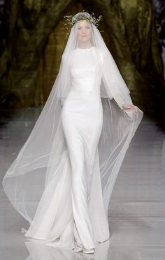 10 Runway-Worthy Wedding Gowns for the High Fashion Bride