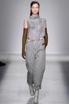 Christian Wijnants Fall 2014 Ready-to-Wear Fashion Show