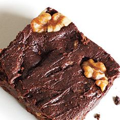 2 dl dates dl raisins 3 dl para nuts 1 dl flack seeds 1 dl sunflower seeds 4 tbl carob powder Vanilla dl apple juice dl walnuts, for topping Homemade Fudge Brownies, Best Brownies, Cake Brownies, Best Chocolate Recipe Ever, Chocolate Recipes, Walnut Brownie Recipe, Brownie Recipes, Delicious Desserts, Dessert Recipes