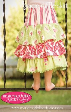 I ADORE this skirt!! If only I knew how to sew. :(