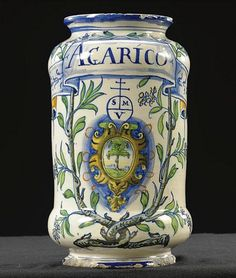 Italian maiolica albarello, from Venice or Casteldurante, century Old Pottery, Glazes For Pottery, Ceramic Pottery, Ceramic Art, Pottery Ideas, History Of Pharmacy, Italian Pattern, Jar Design, Renaissance