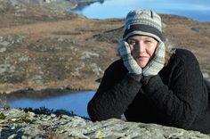 Norwegian cardigan knitted in wool with a contemporary Norwegian pattern Cardigans For Women, Knit Cardigan, Knitwear, Winter Hats, Wool, Pattern, Fashion, Moda, Tricot