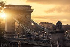 ✈ Budapest : week end avec petit-déjeuner et vols My Photos, Stock Photos, Most Beautiful Cities, Budapest Hungary, Bridge, Louvre, Scene, Sunset, World