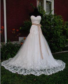 romantic sweetheart dress (just remove the sash) Wedding Wishes, Wedding Bells, Lace Wedding, Dream Wedding, Wedding Day, Wedding Things, Wedding 2015, Wedding Anniversary, Wedding Stuff