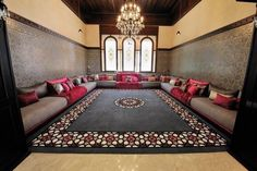wonderful moroccan room for guests i like the colors Moroccan Design, Moroccan Decor, Moroccan Room, My Living Room, Living Room Decor, Home Decor Furniture, Furniture Design, Arabian Decor, Sitting Arrangement