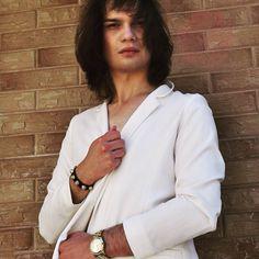 ▶️ POST. GOLD DETAILS✨WWW.BLAIRVONLONDON.BLOGSPOT.COM ✔️ Biel plus złoto to równowaga idealna. Zapraszam na stronę #whitelook #balenciaga #michaelkors #chiclook #summerlook #gym #ootd #menwithstyle #makeupartist #instafamous #gay #instagay #holiday #gayboy #swag #music #stylishboy #selfie #food #miami #usagay #hairstyle #paris #followme #nylook #menwithtaste #blairvonlondon