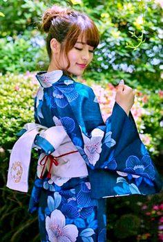 Kimono Japan, Yukata Kimono, Japanese Kimono, Japanese Girl, Japanese Outfits, Japanese Fashion, Japanese Costume, Japan Woman, Summer Kimono