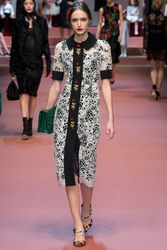 Dolce & Gabbana Fall 2015 Ready-to-Wear Collection Photos - Vogue. Model: Stasha Yatchuk