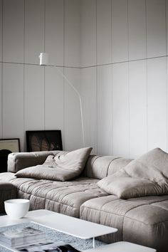 Looks like the most comfortable sofa for a tv room...<3