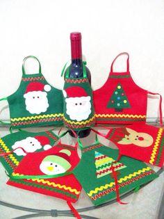 Avental decorativo para garrafa natalino. Confeccionado em feltro, com apliques em feltro e enfeites.