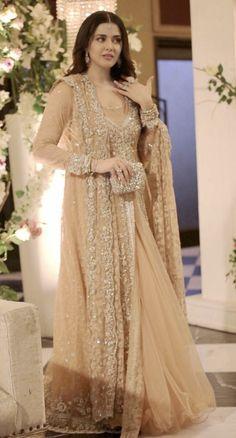 Simple Fashion Tips .Simple Fashion Tips Pakistani Maxi Dresses, Shadi Dresses, Pakistani Wedding Dresses, Pakistani Dress Design, Indian Wedding Outfits, Pakistani Outfits, Indian Dresses, Nikkah Dress, Asian Bridal Dresses