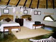 rondavel interior - Google zoeken Thatched House, Lodges, Home Interior Design, Paint Colors, Colours, Bed, Furniture, African, Home Decor