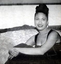 Selena Quintanilla Perez, Suzette Quintanilla, Selena Pictures, Aaliyah, American Singers, Music Songs, Celebrity Photos, Dreaming Of You, Abs