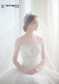 이미지 보기 : 네이버 카페 Wedding Girl, Wedding Story, Wedding Bride, Headpiece Wedding, Wedding Veils, Best Wedding Dresses, Bridal Dresses, Beautiful Bride, Beautiful Dresses