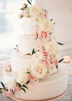 lekkere bruidstaart met rozen