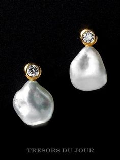 Unique Pearl Earrings Gold Real Pearl Diamond Earrings 'D'Orsay' Classic Contemporary BAROQUE PEARL Drop Earrings Cultured Pearl diamond Classic Contemporary BAROQUE PEARL Drop Earrings with conflict-free diamonds in yellow gold by TresorsDuJour Pearl And Diamond Earrings, Pearl Diamond, Gold Earrings, Pearl Jewelry, Vintage Jewelry, Fine Jewelry, Jewelery, Sapphire Rings, Diamond Jewellery