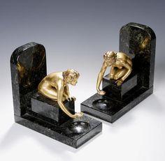 Continental, alrededor del año 1930, un par de Art Deco sujetalibros de metal dorado,