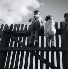 Eva Besnyö -     Bobby and Johnny Kirchner    Mátyásföld [near Budapest], 1933