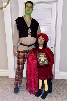 Shrek and lord farquaad Shrek And Fiona Costume, Shrek Costume, Stupid Halloween Costumes, Halloween Outfits, Lord Farquaad Costume, World Book Day Costumes, Family Costumes, Carnival Costumes, Cute Outfits