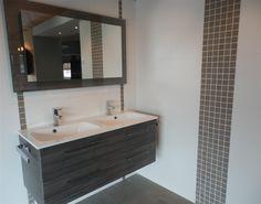 Carrelage mural et sol verre rouge mix maison cuisines - Deco faience salle de bain ...