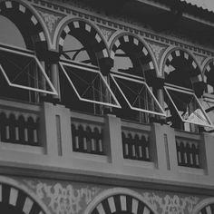 See the sun this morning so gray ... #vsco #vscocam #architecture #arquitetura #estrutura #house #old #oldhouse #photography #photograph #rome #brazil #light #lightroom #blackandwhithe #pretoebrancofotografia #casa #life
