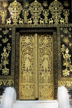 delicately elaborate black and gold door - I think Thai but maybe Indian? ignorant Merys is ignorant