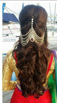 wedding hair accessories for curly hair Indian Wedding Hairstyles, Bride Hairstyles, Hairdos, Girls Hair Accessories, Wedding Hair Accessories, Traditional Hairstyle, Bridal Hairdo, Hair Ornaments, Hair Designs