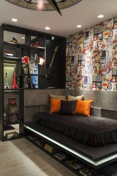 In this article we will give you 123 ideas for the teenage room . How to create an interior at once original, impressive but above all functional? For many parents it is not an. Home Bedroom, Bedroom Decor, Music Bedroom, Bedroom Themes, Geek Bedroom, Boys Bedroom Furniture, Bedroom Sets, Teenage Room, Teenage Guys