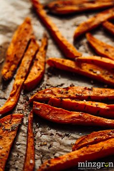 Oven Sweet Potato Fries mint green - I hope you all started the new year well! 2016 will not only have some highlights in terms of food - Healthy Diet Plans, Healthy Eating, Benefits Of Potatoes, Grilling Sides, How To Cook Beef, Cooking On The Grill, Sweet Potato, Bacon, Gourmet
