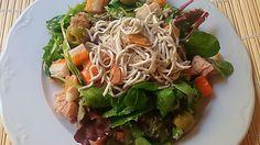 Ensalada de gulas picantes Japchae, Spaghetti, Chicken, Meat, Ethnic Recipes, Food, Cooking, Fish Recipes, Vegetables
