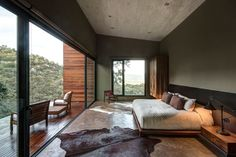 Modern bedroom design, GG House by Elías Rizo Arquitectos. Guest Bedrooms, Master Bedroom, Bedroom Decor, Outdoor Bedroom, Bedroom Balcony, Bedroom Inspo, Modern Bedroom, Architecture Design, Amazing Architecture
