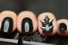 Very cool hardcore nails for a sexy or scary #halloween costume!
