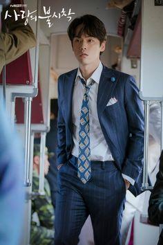 He seems shocked. what happened? Kim Joong Hyun, Jung Hyun, Lee Jung, Asian Actors, Korean Actors, Korean Dramas, Kim Sejeong, Seo Ji Hye, Hyun Bin