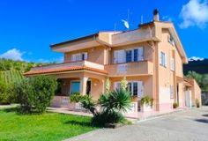 Villa indipendente ad Ogliastro Cilento con 5000 mq di Giardini