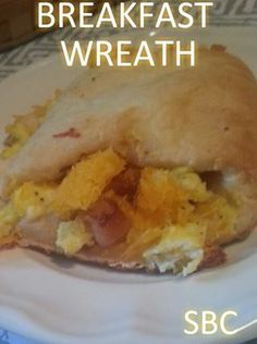 !Breakfast Wreath!   Ingredients:  8 slices fully cooked bacon  5 scrambled eggs.......