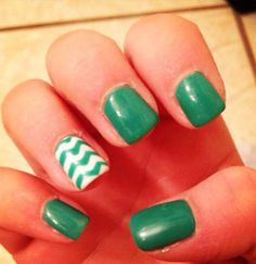 Maybe with gold sparkly middle nail. Love Nails, How To Do Nails, Fun Nails, Pretty Nail Colors, Pretty Nails, St Patricks Day Nails, Little Presents, Cute Nail Designs, Art Designs