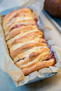 Peanut Butter and Jelly Pull Apart Bread - only 3 ingredients and 10 minutes to make this seriously delicious and addictive treat!
