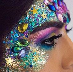 56 new Ideas makeup festival glitter face Body Glitter, Glitter Makeup, Glitter Bomb, Glitter Face Paint, Glitter Lipstick, Mermaid Glitter, Glittery Nails, Glitter Eye, Pink Glitter