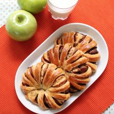 3 Ingredient Nutella Bread – the easiest recipe for happiness! It's almost t… 3 Ingredient Nutella Bread – the easiest recipe for happiness! It's almost too pretty to eat! All you need is only 3 ingredients: crescent roll, Nutella or… Continue Reading → Braided Nutella Bread, Braided Bread, Good Food, Yummy Food, Tasty, Food Videos, Baking Videos, Sweet Recipes, Delicious Desserts