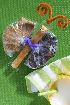 Take your school snacks to new heights with this adorable Butterfly Pack To Go. A simple and clever way to serve up some tasty goodies.