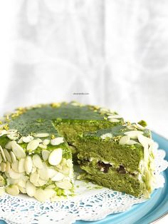 https://oliversmile.com/2017/04/17/matcha-cake-with-adzuki-beans-filling/